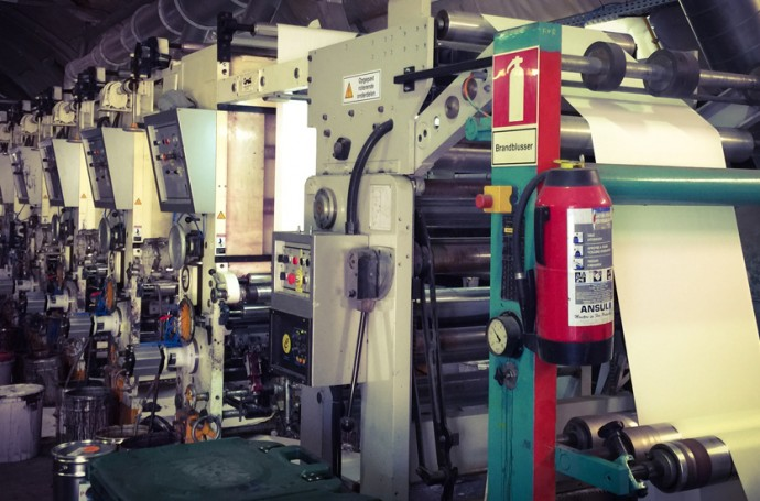 Machines industrielles fournissant du papier peint